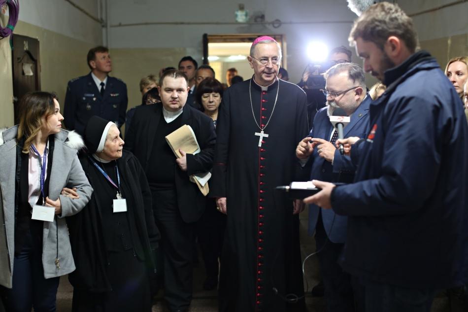 Oglądasz obraz z artykułu: Przewodniczący Episkopatu modlił się w celi abp. A. Baraniaka przy Rakowieckiej