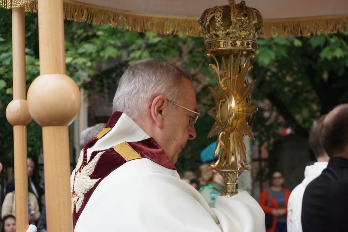 Oglądasz obraz z artykułu: Procesja Eucharystyczna w Boże Ciało