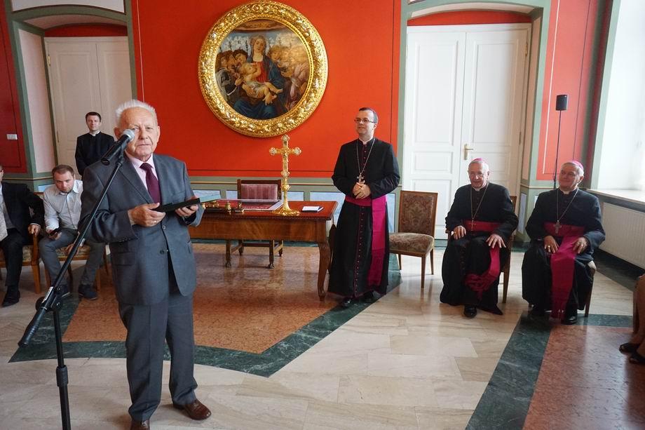 Oglądasz obraz z artykułu: Nagrody Arcybiskupa Poznańskiego za Wybitne Osiągnięcia w Dziedzinie Kultury