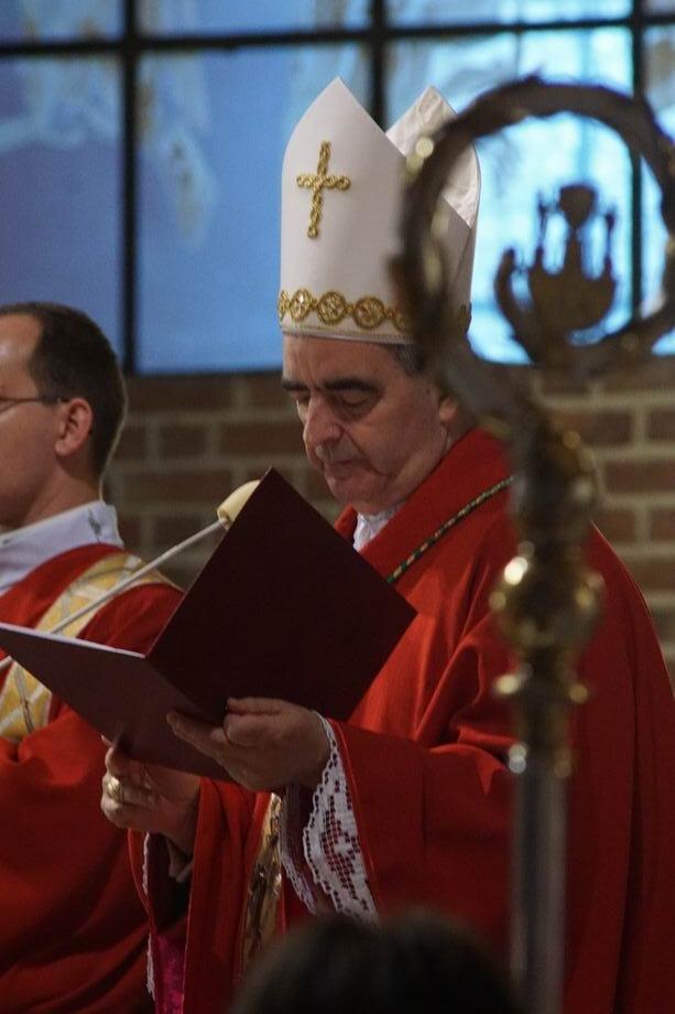 Ogl�dasz obraz z artyku�u: Abp Nikola Eterovi� przewodniczy� uroczysto�ciom patronalnym katedry