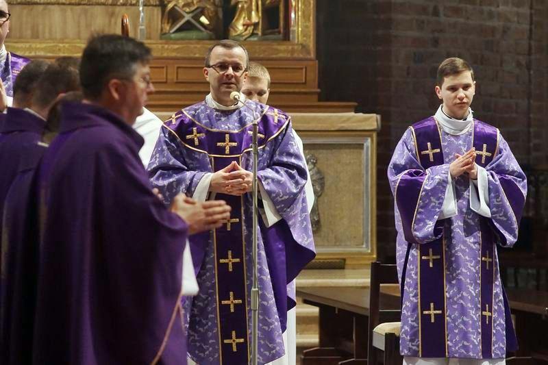 Oglądasz obraz z artykułu: Akolitat w katedrze