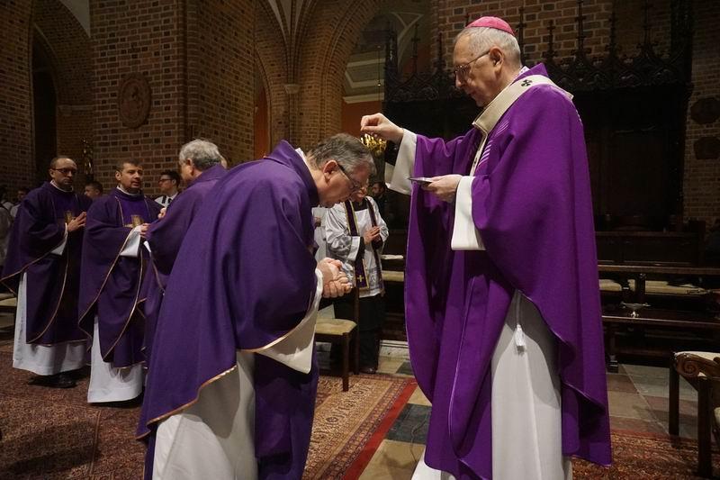 Oglądasz obraz z artykułu: Popielec w katedrze - fotoreportaż