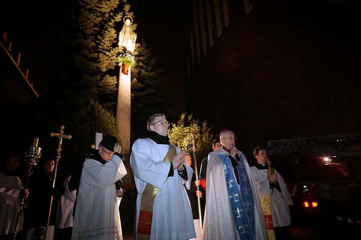 Oglądasz obraz z artykułu: Procesja Światła ku czci Niepokalanej
